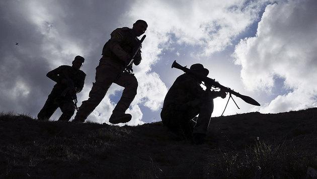 Schiitische Kämpfer während einer Schlacht gegen den IS im Irak (Bild: AP)