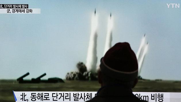 Fernsehbilder vom Abschuss der Raketen (Bild: Associated Press)