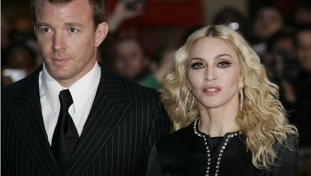 Guy Ritchie und Exfrau Madonna auf einem Archivfoto aus dem Jahr 2008 (Bild: AP)