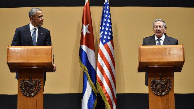Obama und Castro während der gemeinsamen Pressekonferenz (Bild: APA/AFP/NICHOLAS KAMM)