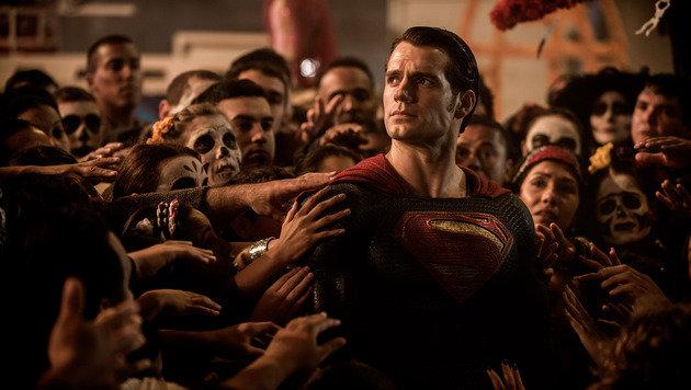 "TV-Superman döste in ""Batman v Superman"" ein (Bild: Warner Bros.)"