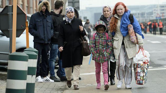 """Flugbegleiterin wird zum """"Gesicht des Terrors"""" (Bild: APA/AFP/Belga/DIRK WAEM)"""