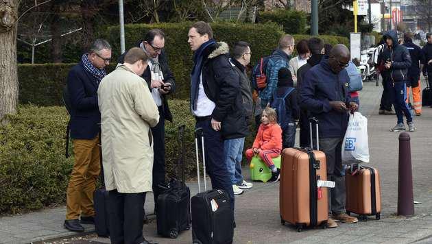 """Flugbegleiterin wird zum """"Gesicht des Terrors"""" (Bild: APA/AFP/JOHN THYS)"""