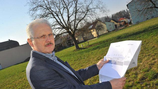 Gerhard Scheiblhofer findet, dass ein Mehrparteienhaus nicht in die Siedlung passt (Bild: Horst Einöder)