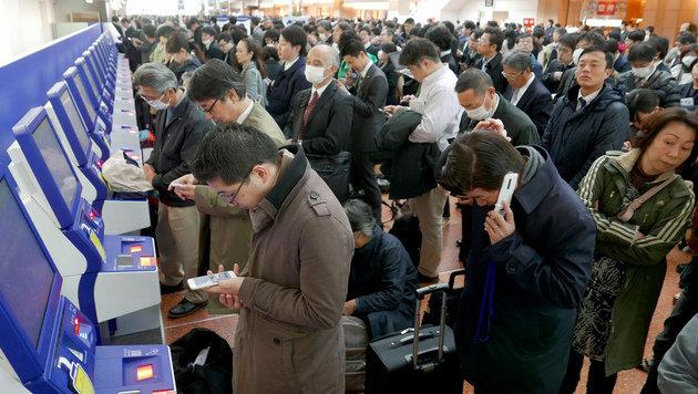 Japan: 16.000 Passagiere sitzen auf Flughäfen fest (Bild: Associated Press)