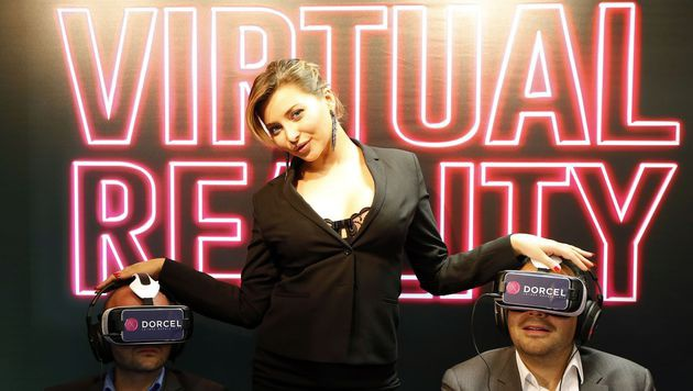 Virtuelle Realität beflügelt Pornoindustrie (Bild: APA/AFP/VALERY HACHE)