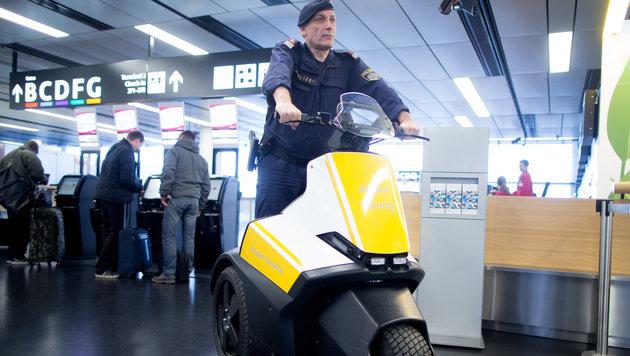 """""""Alarmstufe Rot"""" jetzt auch am Wiener Flughafen (Bild: APA/GEORG HOCHMUTH)"""