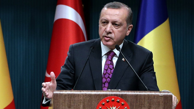 Erdogan: Türkei warnte Belgien 2015 vor Attentäter (Bild: Associated Press)
