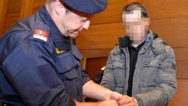 Freundin mit 40 Messerstichen getötet: Einweisung (Bild: APA/ZEITUNGSFOTO.AT)