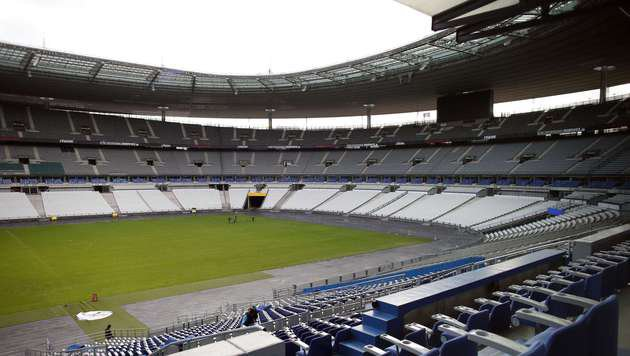 Ein leeres Stadion bei einem EM-Spiel? Die UEFA schließt es nicht aus (Bild: Saint Denis in Paris). (Bild: APA/AFP/THOMAS SAMSON)