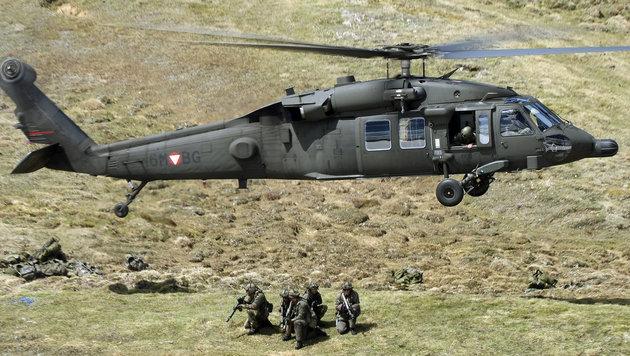 Zwölf Helikopter und 200 Soldaten bei Großübung (Bild: Kronen Zeitung)