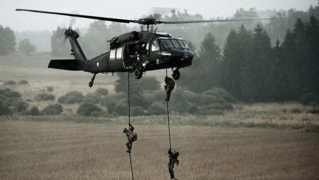 """Das Bundesheer fordert auch mehr """"Black Hawk""""-Helikopter für dringende Anti-Terror-Einsätze. (Bild: KOMMANDO LUFTUNTERSTÜTZUNG)"""