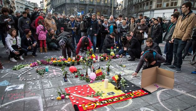 Andacht vor der Brüsseler Börse (Bild: APA/AFP/Belga/AURORE BELOT)