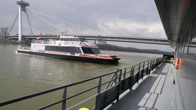 Die neue Anlegestelle in Bratislava beim Anlegen am Donnerstag (Bild: zwefo)