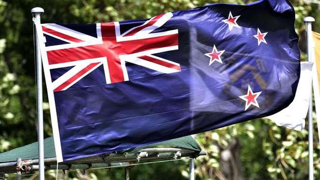 Der Union Jack schmückt weiterhin die linke obere Ecke der neuseeländischen Flagge. (Bild: APA/AFP/Marty Melville)