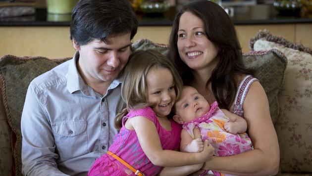 Vadym Kholodenko mit den Töchtern Nika (5) und Michela (1) und Ex-Frau Sofia Tsygankova (Bild: AP)
