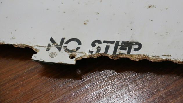 Eines der beiden vor Mosambik gefundenen Wrackst�cke der verschwundenen Boeing 777. (Bild: APA/AFP/Adrien Barbier)
