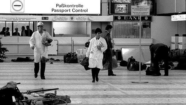 Szenen nach dem Attentat am 27. Dezember 1985 am Flughafen Schwechat mit vier Toten (Bild: APA/Robert Jäger)