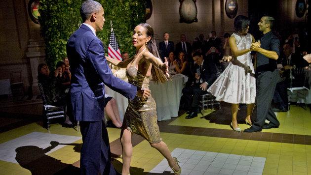 Barack und Michelle Obama gingen hoch konzentriert ans Werk. (Bild: AP)