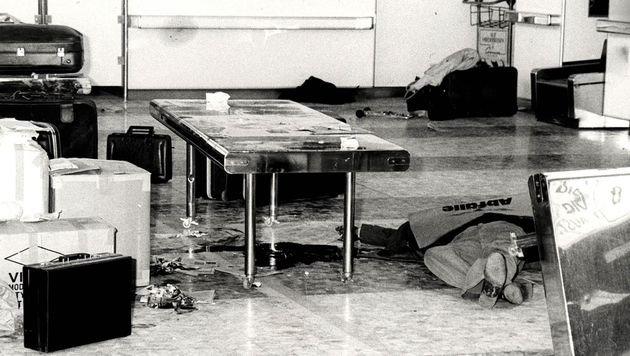 Die Abflughalle des Flughafens Schwechat nach dem Terrorüberfall auf eine israelische Fluglinie (Bild: APA)