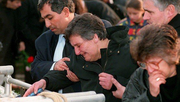 Große Trauer nach dem Bombenattentat 1995 von Oberwart (Bild: APA/Hans Klaus Techt)