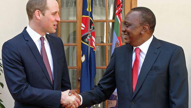 Prinz William mit dem kenianischen Präsidenten Uhuru Kenyatta (Bild: APA/AFP/PRESIDENTIAL PRESS SERVICE HANDO)
