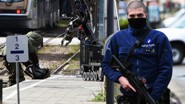 Brüssel: Mann mit Sprengstoff bei Razzia verhaftet (Bild: AFP)