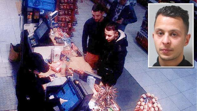 Die Überwachungskamera einer Tankstelle filmte Abdeslam am 11. November 2015 nahe Paris. (Bild: APA/AFP, AP)