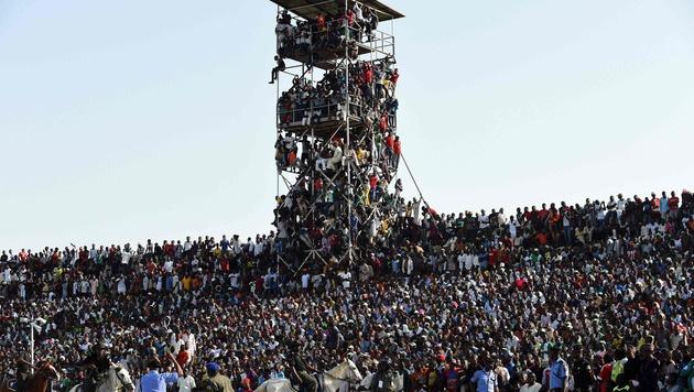 Zum Länderspiel Nigeria gegen Ägypten (1:1) kamen mehr Zuschauer als erwartet. (Bild: APA/AFP/PIUS UTOMI EKPEI)
