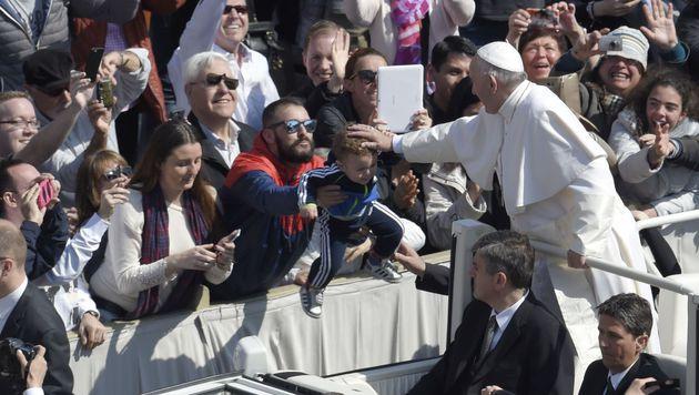 """Ostersegen: Franziskus verurteilt """"blinde Gewalt"""" (Bild: APA/AFP/ANDREAS SOLARO)"""