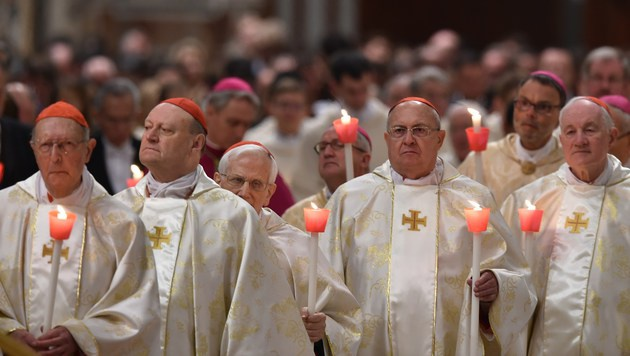 """Ostersegen: Franziskus verurteilt """"blinde Gewalt"""" (Bild: APA/AFP/ALBERTO PIZZOLI)"""