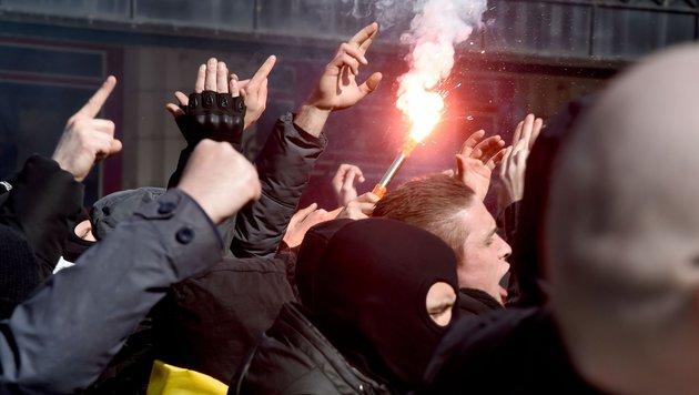 Polizei unterbindet Demo von rechten Hooligans (Bild: AFP or licensors)