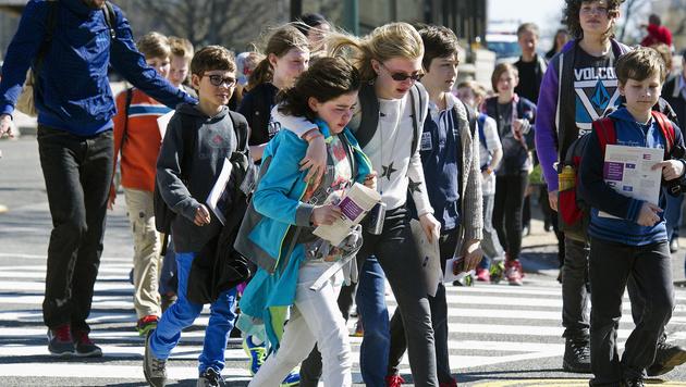 Die Besucher, darunter auch Schulklassen, wurden schnellstmöglich evakuiert. (Bild: AP)