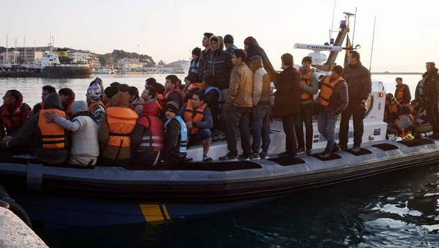 Griechenland schiebt 500 Flüchtlinge in Türkei ab (Bild: AFP)