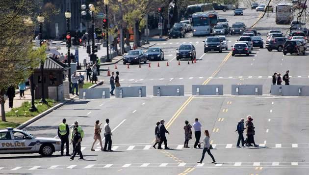 Das Gelände wurde großräumig abgeriegelt. (Bild: APA/AFP/GETTY IMAGES/WIN MCNAMEE)