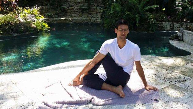 Tennis-Superstar Novak Djokovic setzt auf Yoga, um sich zu entspannen. (Bild: Facebook.com)