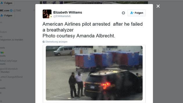 USA: Betrunkener Kopilot von Polizei abgef�hrt (Bild: Screenshot twitter.com/EWilliamstv6)