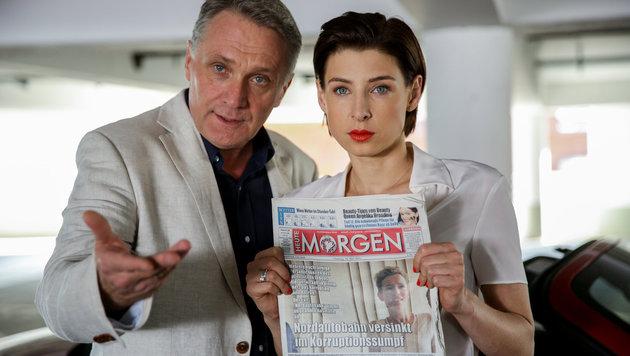 Bernhard Schir (Hadrian Melzer), Martina Ebm (Caroline Melzer) (Bild: ORF)