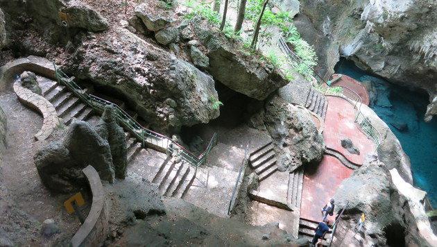 """Im """"Parque los Tres Ojos"""" warten drei Höhlen mit Seen auf entdeckungsfreudige Besucher. (Bild: dez)"""