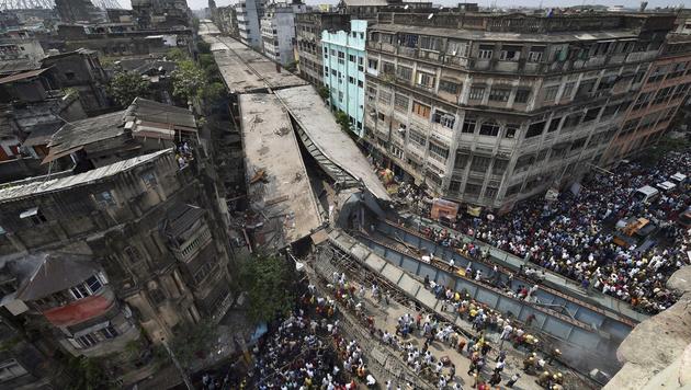Kalkutta: Baufehler brachte Brücke zum Einsturz (Bild: AP)