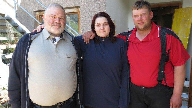 Schock für Marco Hauser (rechts), Freundin Julia und Vater Oswald (Bild: ZOOM-TIROL)