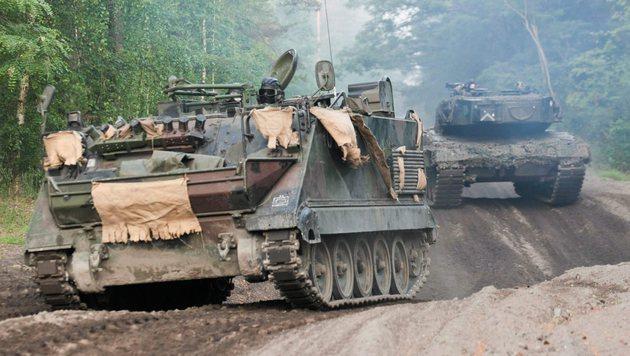 USA stationieren ganze Panzerbrigade in Osteuropa (Bild: APA/EPA/LECH MUSZYNSKI)