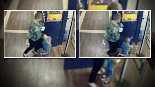 Video: Lehrerin tritt Buben (4) in die Klasse (Bild: Zoomin.TV)