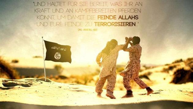 Die scheinbare Idylle der Terroristen: Kämpfer neben einer IS-Fahne (Bild: Twitter.com/SITE)