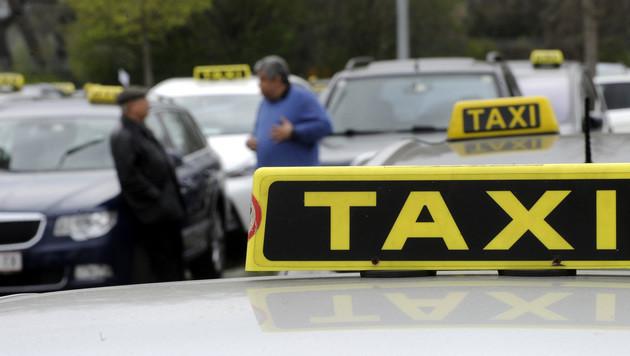 Taxler sorgten mit Demo gegen Uber für Stauchaos (Bild: APA/HERBERT PFARRHOFER)