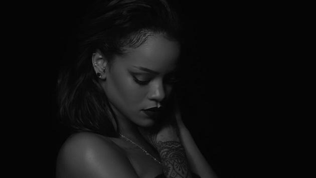 "Rihanna zeigt sich im neuen Video zu ""Kiss It Better"" sehr sexy. (Bild: YouTube.com)"