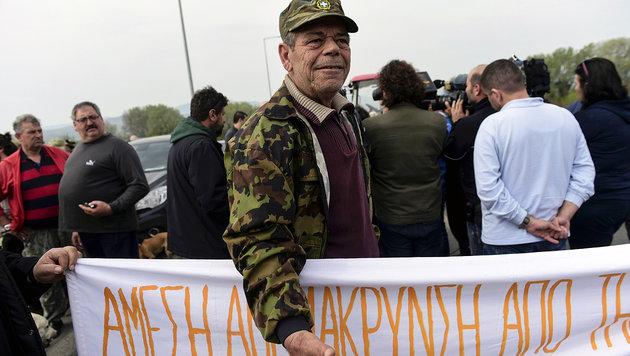 Idomeni: Bürger sperren Zufahrt zu Flüchtlingscamp (Bild: APA/AFP/Bulent Kilic)