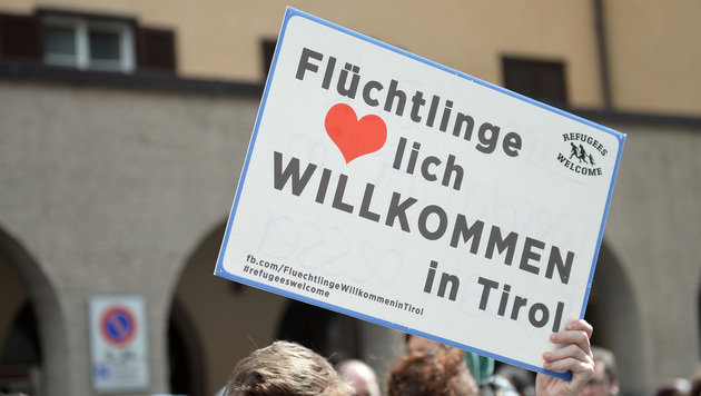 Demo am Brenner: Österreichische Beamte verletzt (Bild: AP)