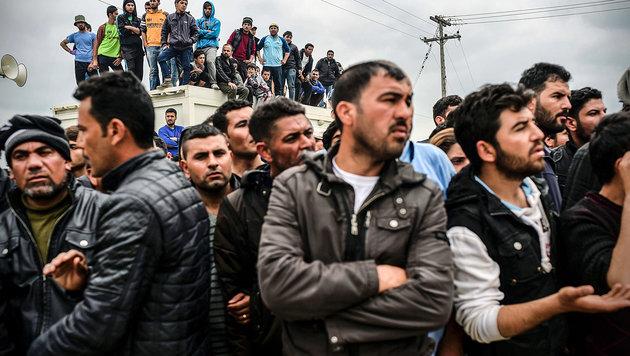"""Griechische Asyl-Inseln """"zu gefährlich"""" (Bild: APA/AFP/BULENT KILIC)"""