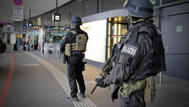 """Passagier am Airport: """"Hab nur 3 Bomben im Gepäck"""" (Bild: Klemens Groh)"""
